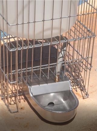 Abbeveratoio a livello costante in alluminio per cani con supporto e serbatoio da lt.8
