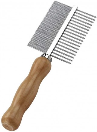 Comb with narrow teeth and wide wooden handle - 1